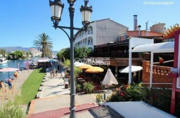 terrasses de restaurants près du canal aux alentours