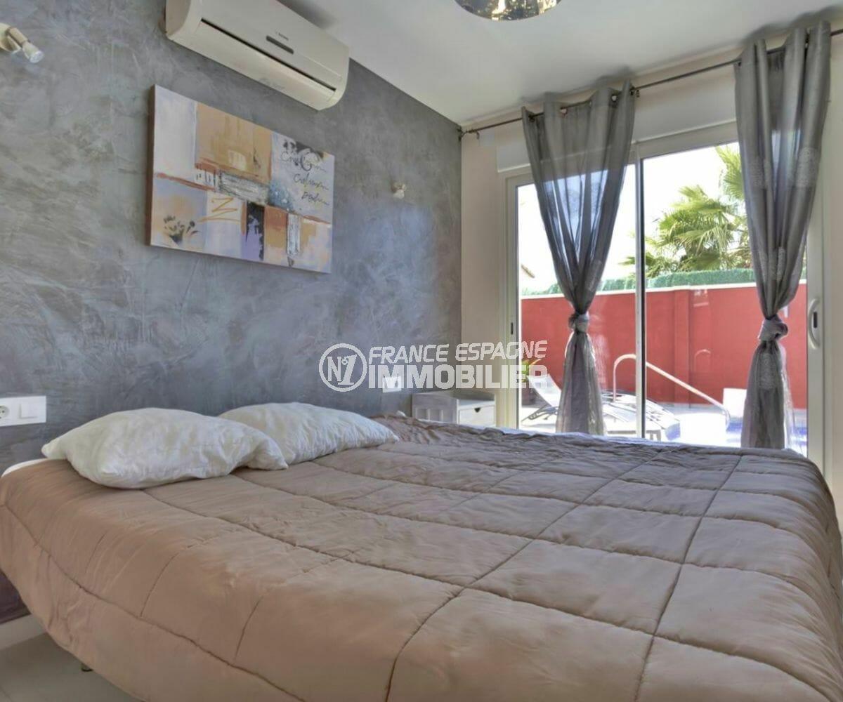achat maison costa brava, ref.3941, chambre 2 avec lit double accès piscine