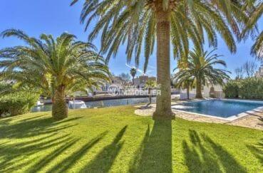immobilier costa brava bord de mer: appartement 55 m², piscine communautaire