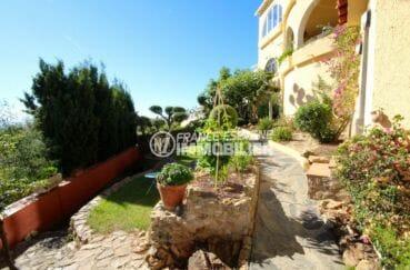 habitaclia rosas: villa piscine, terrain de 791 m² avec piscine bien entretenu