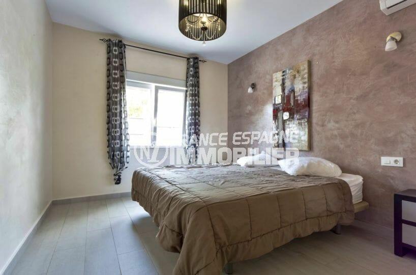 agence immobiliere costa brava espagne: villa 149 m², chambre 3 avec lit double et rangements