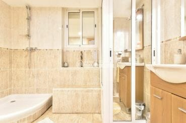 achat villa empuriabrava, proche plage, salle d'eau de la deuxième suite parentale