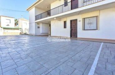 agence empuriabrava: appartement 55 m², vue sur les places de parking privées