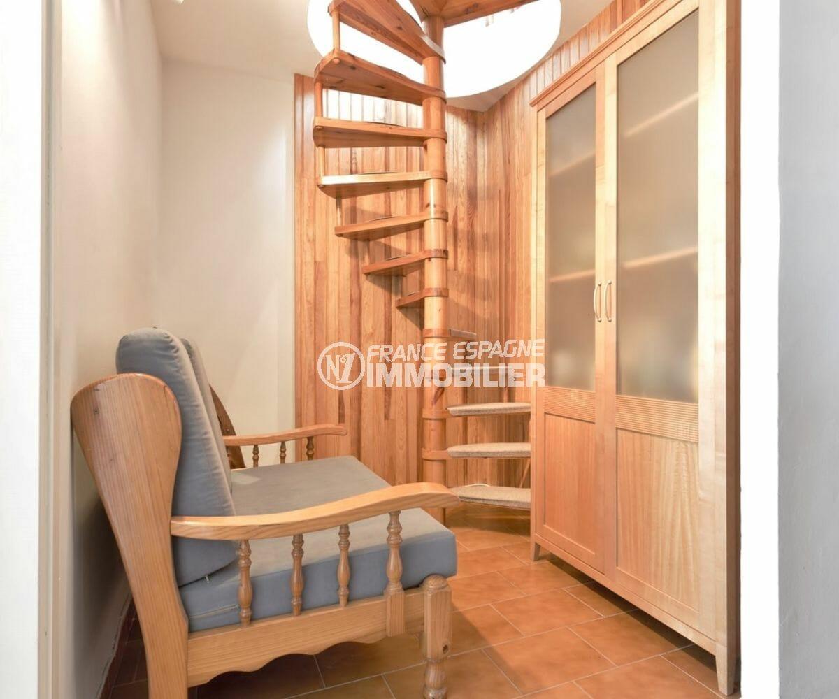 agence empuriabrava: appartement 72 m², espace détente qui donne accès à l'étage