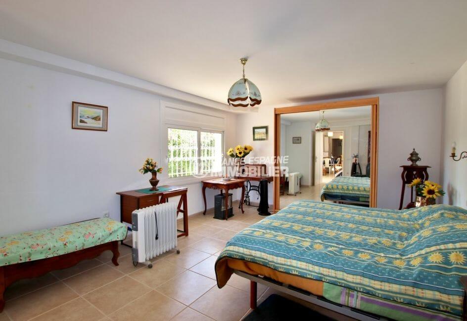 maison a vendre espagne catalogne, 300 m² secteur calme, première des quatre chambres