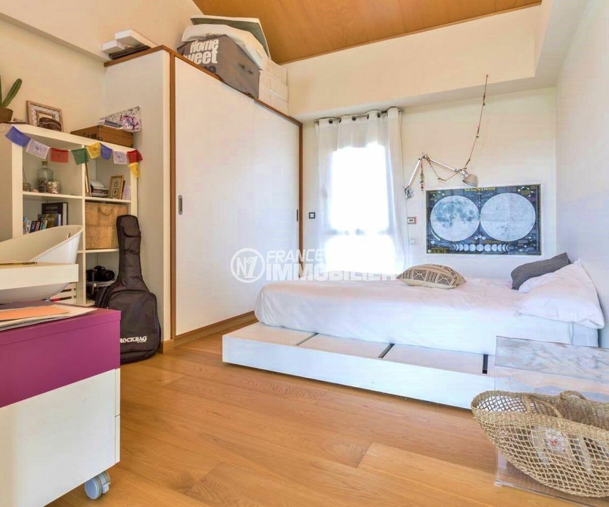 maison a vendre espagne, piscine, deuxième chambre avec lit double, placards et bureau