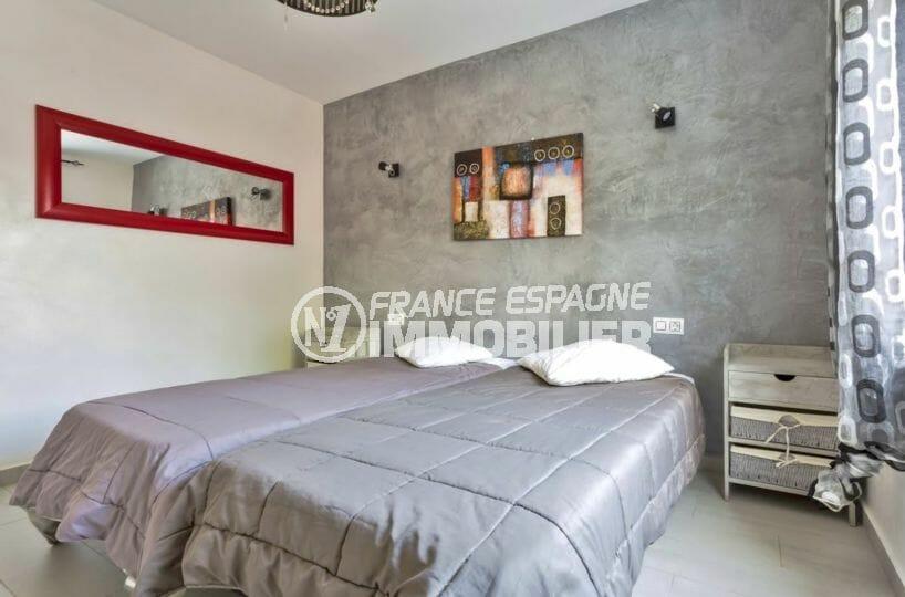 immobilier costa brava: villa 149 m², chambre 4 lumineuse avec lit double