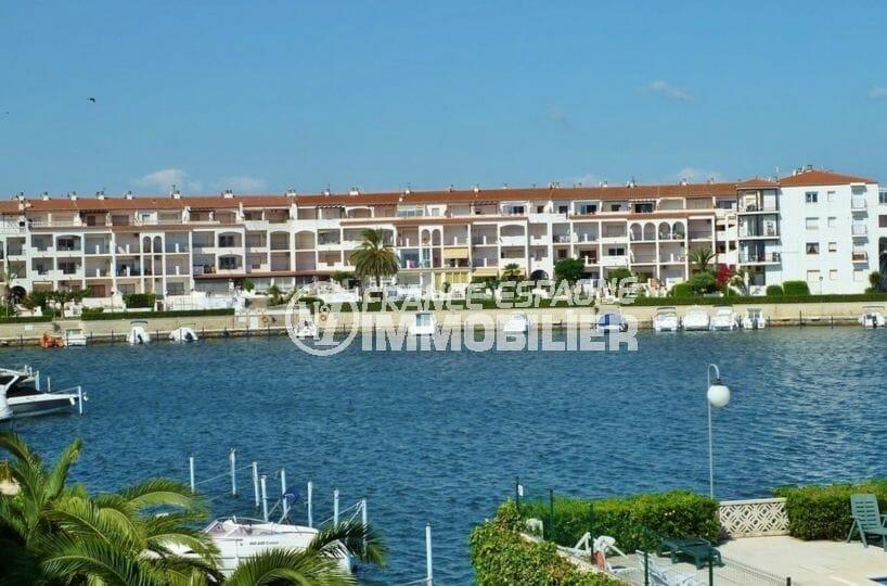 immobilier costa brava bord de mer: appartement 55 m², possibilité amarre