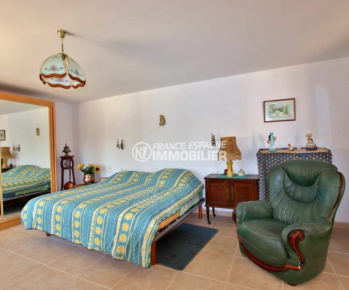 vente immobiliere espagne costa brava: villa ref.3930, première chambre avec lit double et vaste penderie intégrée