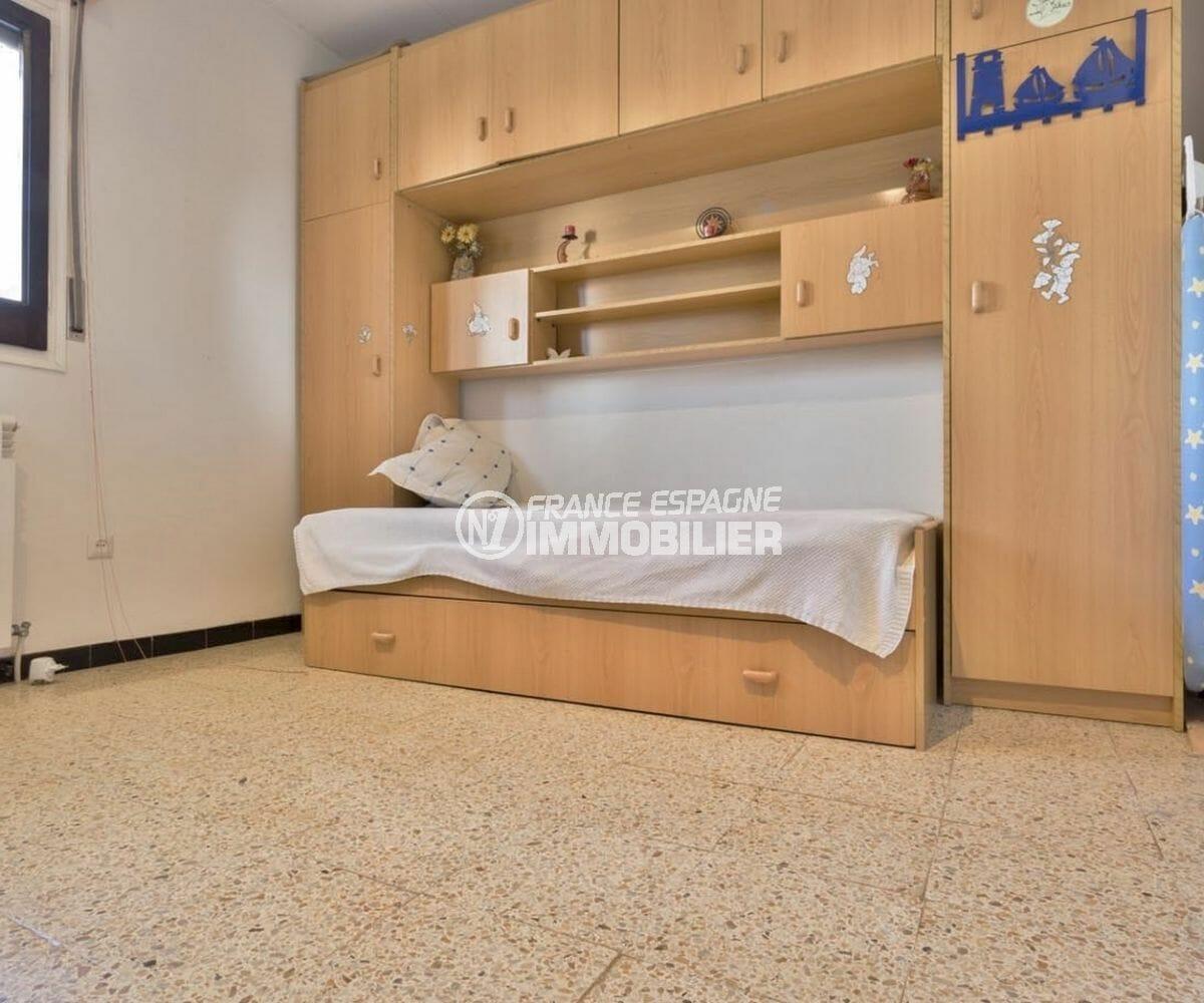 achat villa empuriabrava, garage, chambre 3 avec lit un simple combiné de rangements