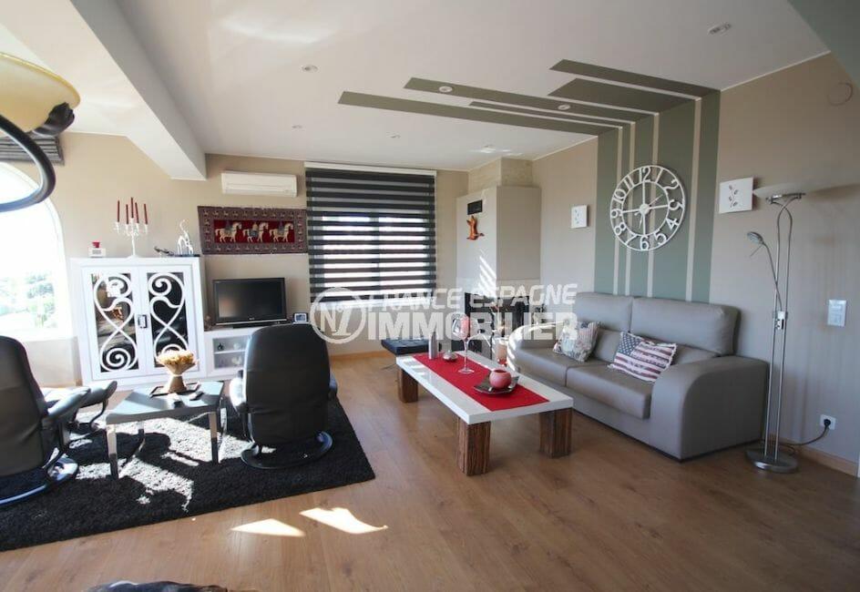 maison a vendre espagne, piscine au sel, salon / séjour avec canapé et fauteuils