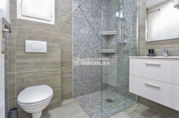 vente immobilière costa brava: villa proche plage, salle d'eau attenante de la troisième suite parentale