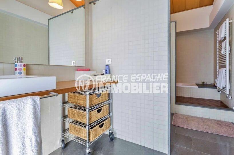 agence rosas: villa 287 m², deuxième salle de bains avec meuble vasque