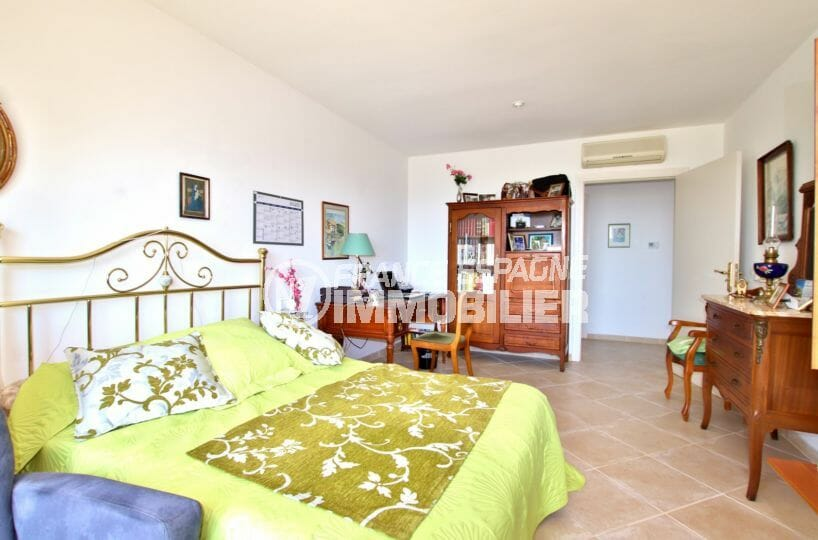 achat immobilier costa brava: villa 300 m² à palau - troisième chambre  avec grand lit et bureau