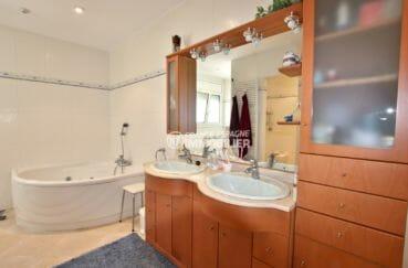 maison costa brava, ref.3930, grande salle de bains avec balneo