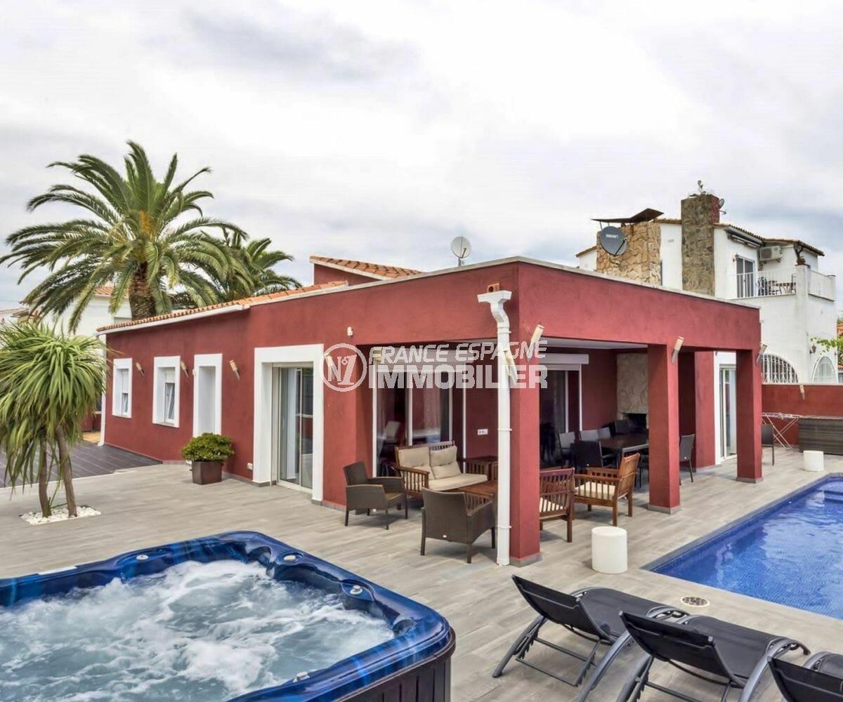 immobilier a empuriabrava: villa 149 m², terrain de 469 m² avec piscine et parking cour
