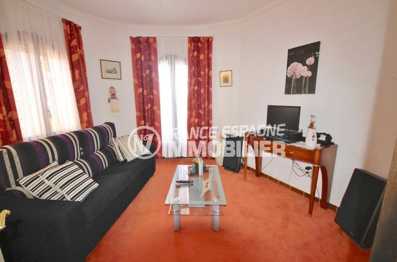 la costa brava: villa 216 m², appartement indépendant aperçu du salon / séjour