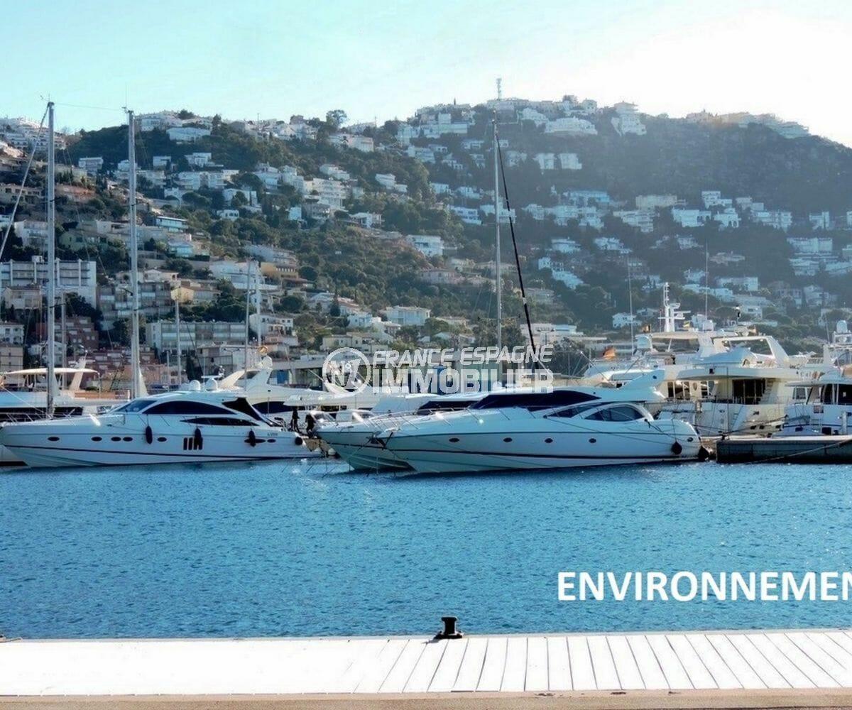 vue sur la mer et les voiliers à proximité