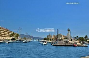 port de plaisance avec de nombreux voiliers