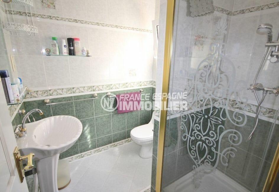 vente immobilière costa brava: villa piscine, salle d'eau attenante à la deuxième suite parentale