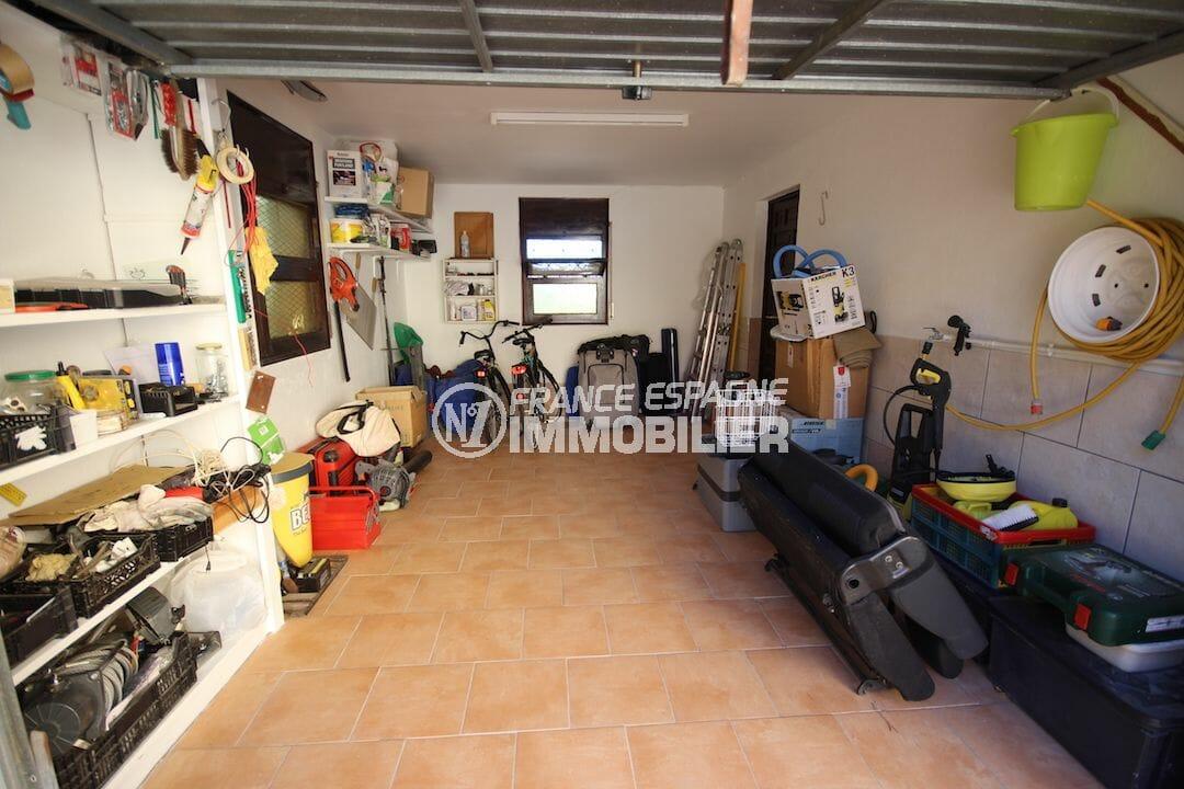 vente immobiliere espagne costa brava: villa ref.2992, vue sur le garage avec rangements