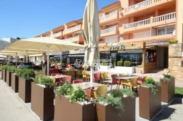 terrasses de restaurants près de la plage
