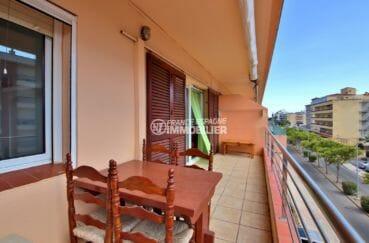 immobilier rosas: appartement atico, terrasse avec petite vue canal, plage à 500 m