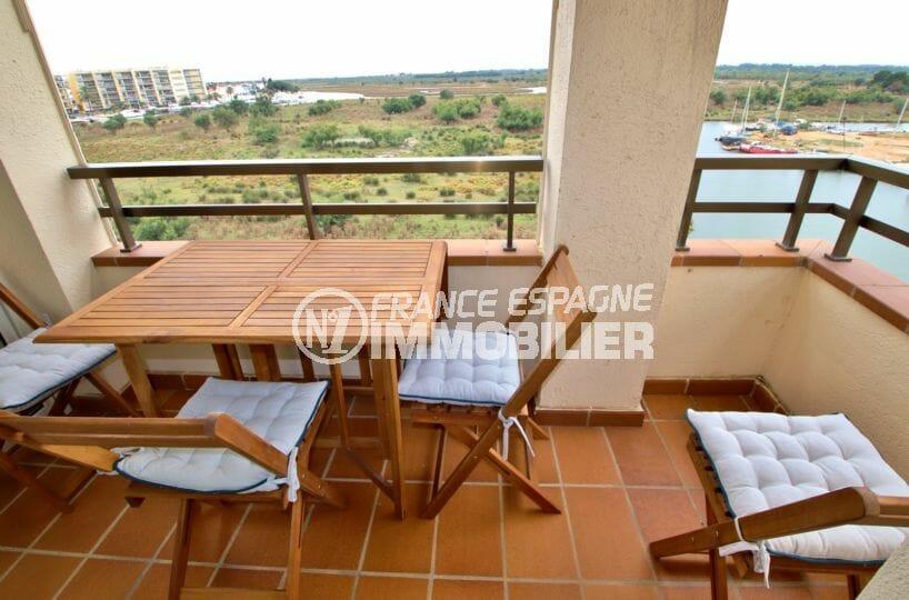 immobilier rosas: appartement atico rénové avec vue canal, parking, amarre, proche plage