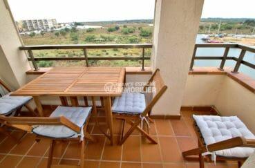 appartement a vendre rosas, proche plage, terrasse avec coin détente vue sur le canal