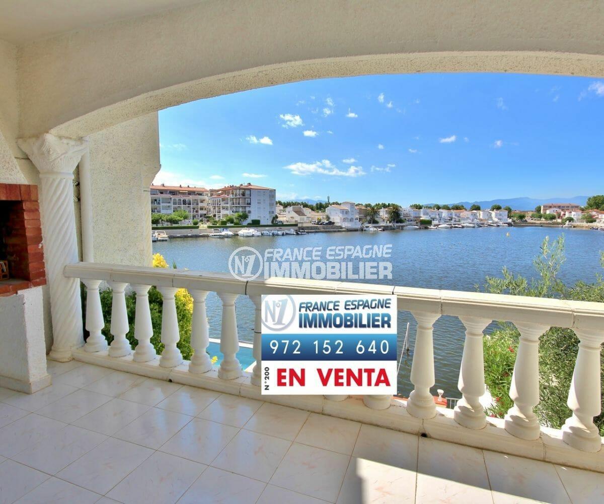 agences immobilières empuriabrava: appartement vue lac, parking et amarre privés