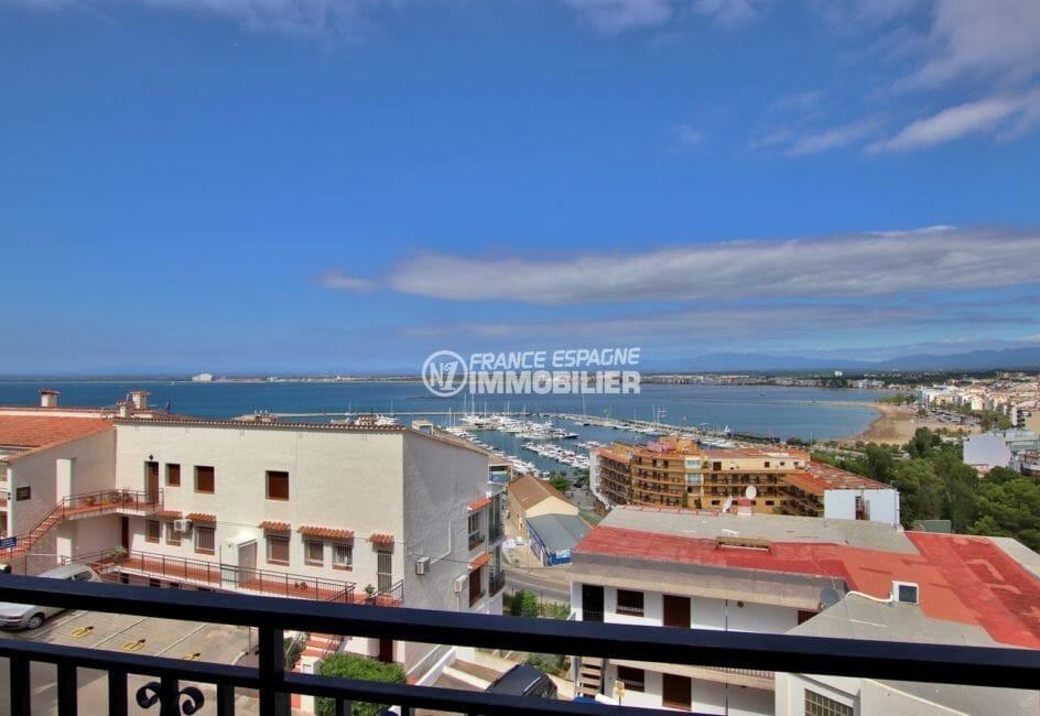 appartement a vendre a rosas: appartement rénové, vue mer et montagnes, parking privé, plage à 400 m