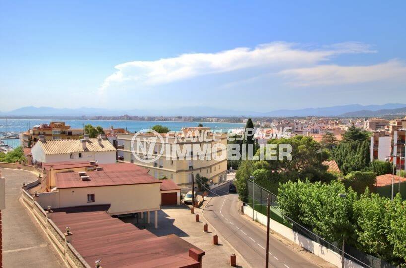 roses espagne: appartement vue mer et port de plaisance, parking privé, plage à 300 m