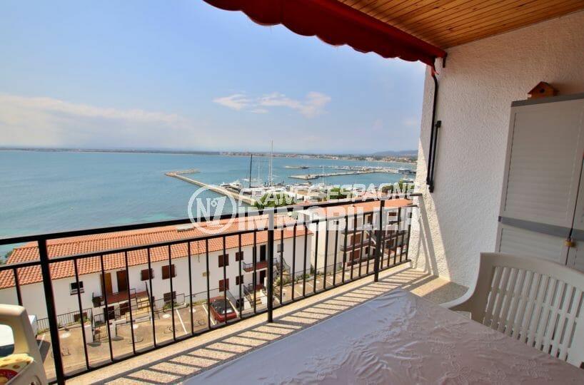 immobilier rosas: appartement 2ème ligne de mer, vue mer et port, parking privé