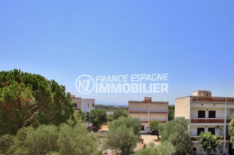 immobilier rosas: appartement vue mer et montagnes, parking privé, plage 5 min