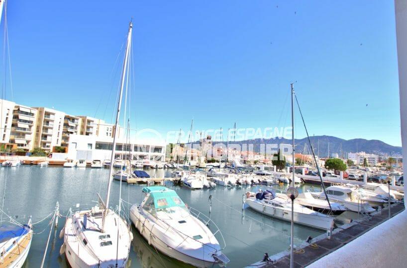 immobilier rosas: appartement vue marina, piscine, parking et cave privé, proche plage