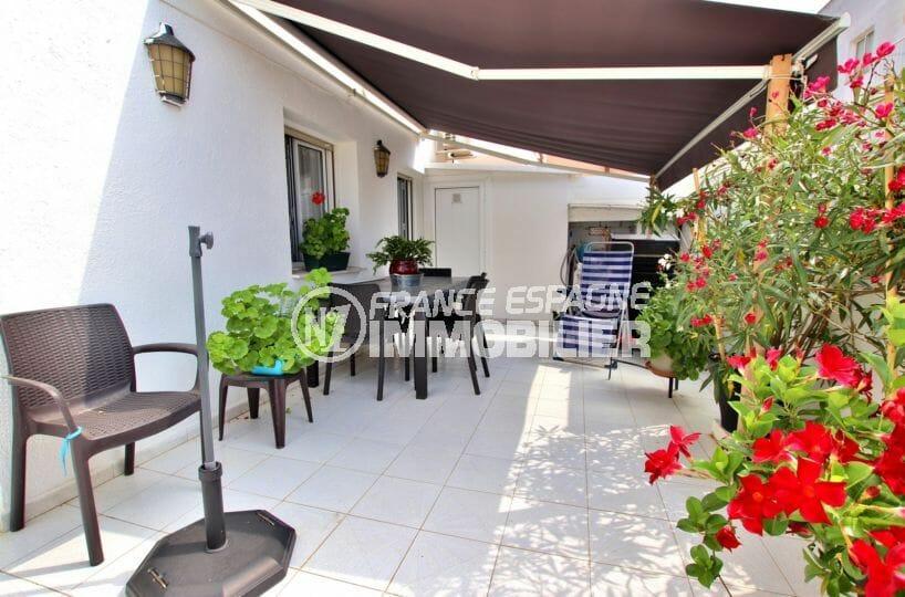 immo rosas: appartement spacieux avec grande terrasse, commerces et plage à 600 m