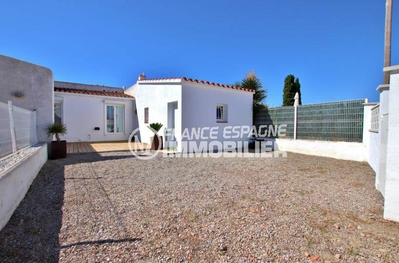immobilier rosas: villa proche plage, possibilité piscine et studio indépendant