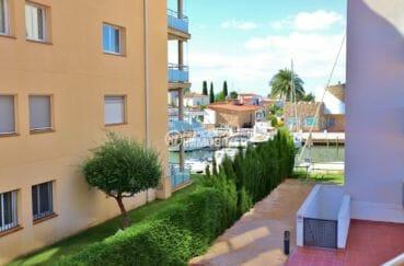appartement a vendre rosas, piscine, vue sur le canal depuis la terrasse