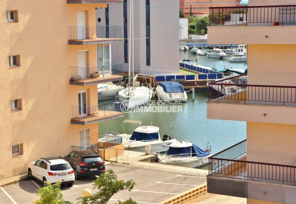 appartement a vendre rosas, proche plage, petite vue sur la canal depuis la terrasse