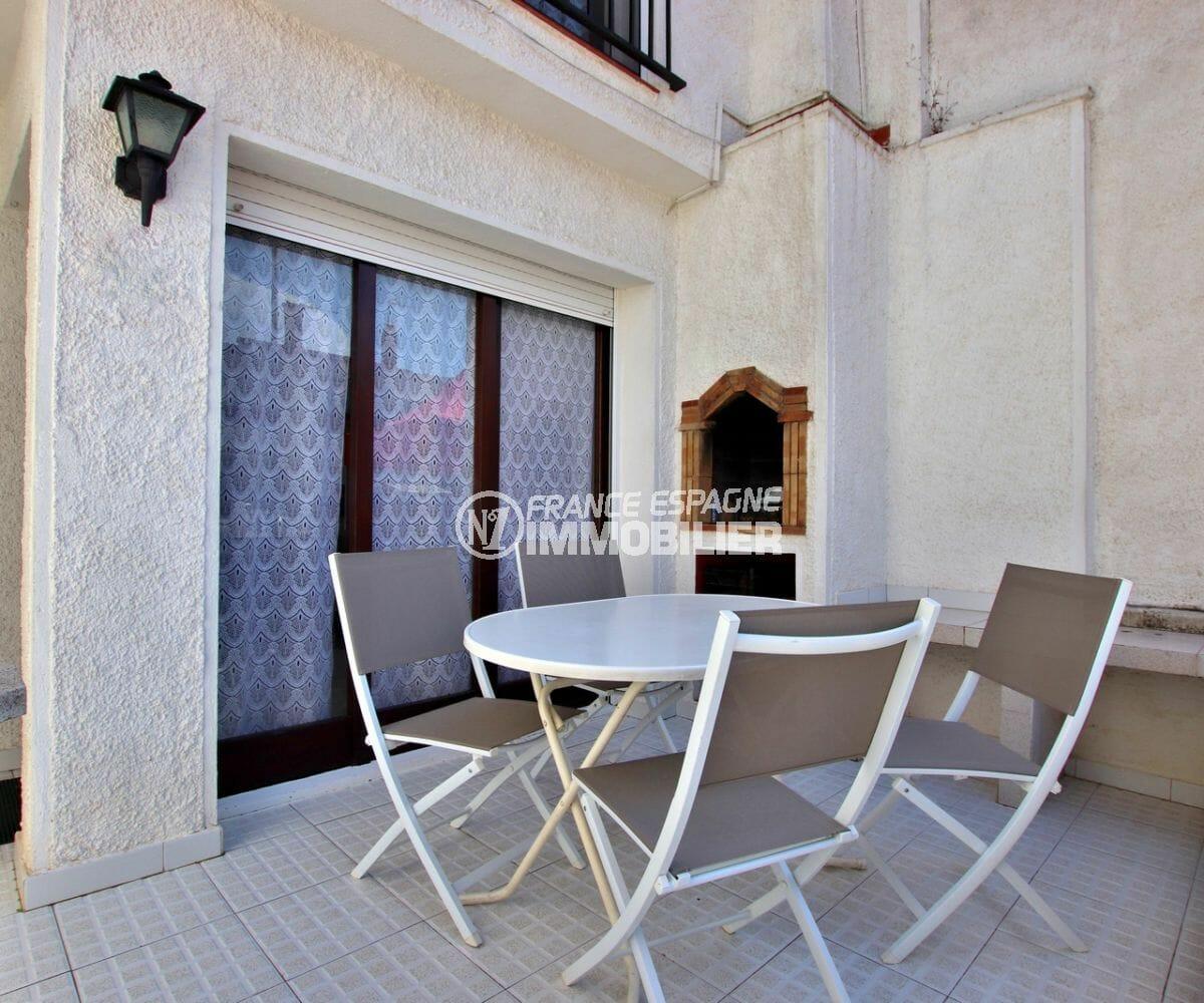 agences immobilières empuriabrava: villa dans secteur calme, parking et piscine