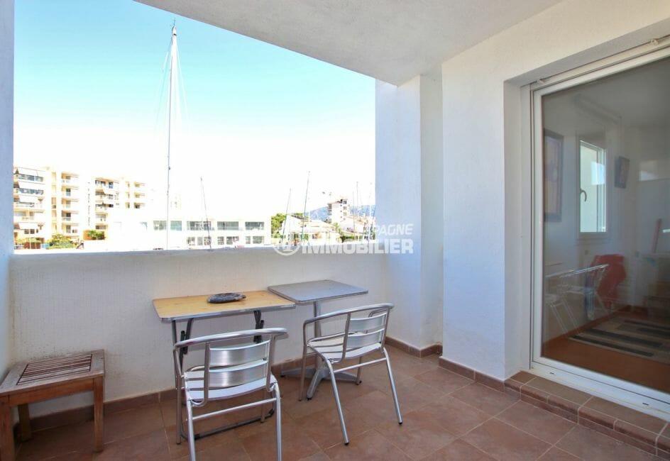 appartement a vendre rosas, proche plage, terrasse de 7 m² coin détente accès salon