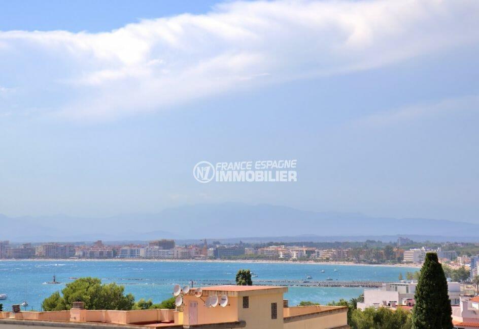 immobilier rosas: appartement 65 m², vue mer et port de plaisance depuis la terrasse