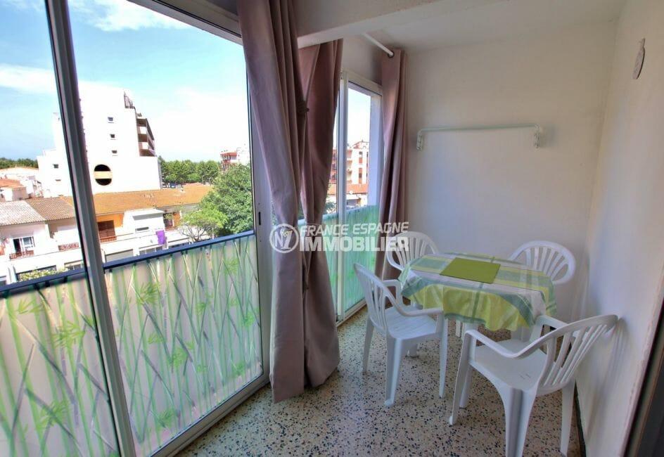 agence immo empuriabrava: appartement 33 m², terrasse vérande de 9 m² vue mer latérale