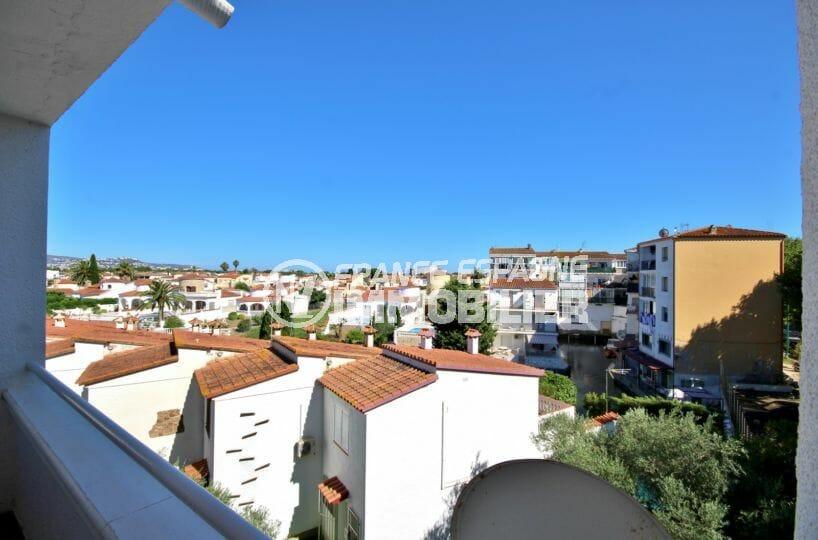 appartement a vendre empuriabrava, proche plage, vue dégagée depuis la terrasse