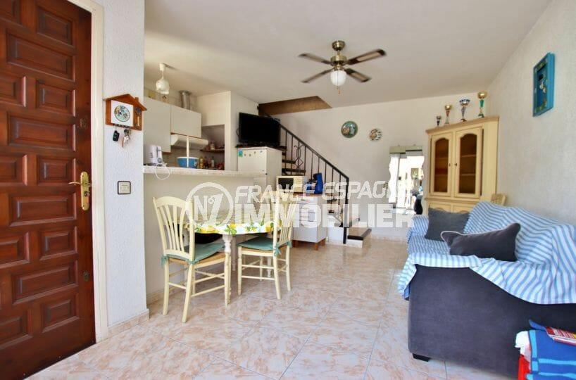 immobilier empuria brava: villa 60 m², entrée avec salon / séjour et cuisine ouverte