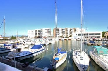 vente appartement rosas, piscine, vue sur la marina depuis la terrasse