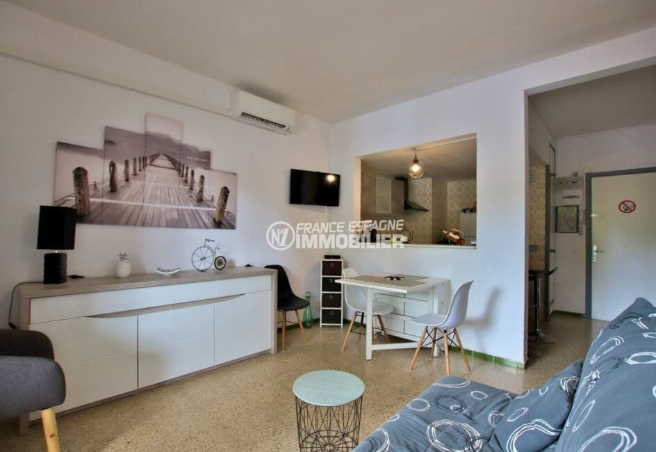 la costa brava: appartement 51 m², salon / séjour avec cuisine semi ouverre