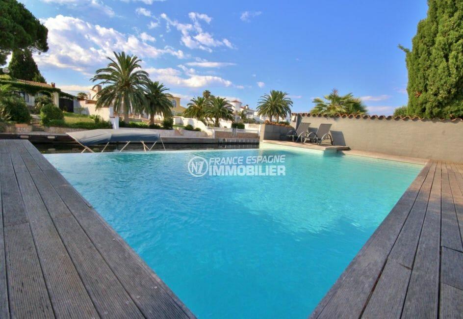 maison a vendre empuriabrava, amarre, vue plongeante sur la piscine 8 m x 4 m