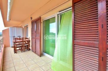 vente appartement rosas, parking, terrasse de 11 m² coin repas accès au salon