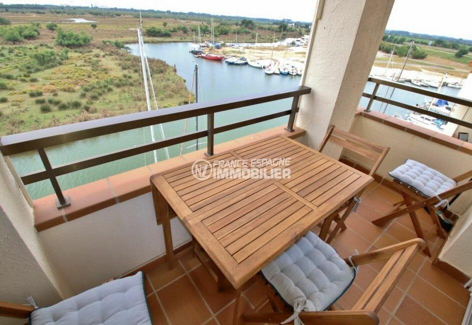 vente appartement rosas, amarre, terrasse coin détente jolie vue sur la marina